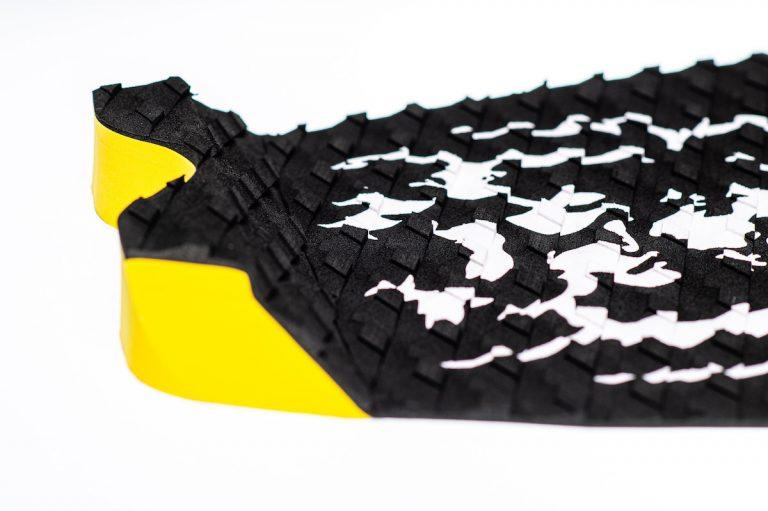ONE PIECE TRACTION PAD BLACK/WHT LION